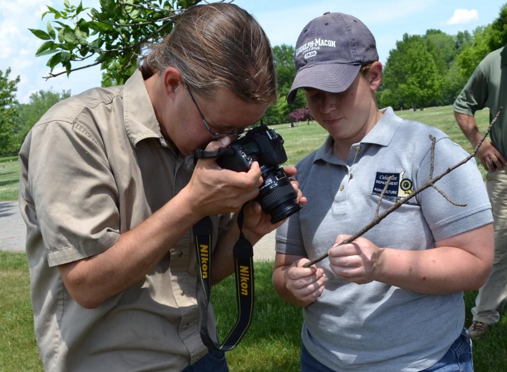 Jimmy Kroon and Jillian Dixon examine a twig sample2